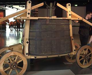 В Лондоне восстановлена пожарная машина XVII века для выставки, посвященной Великому пожару